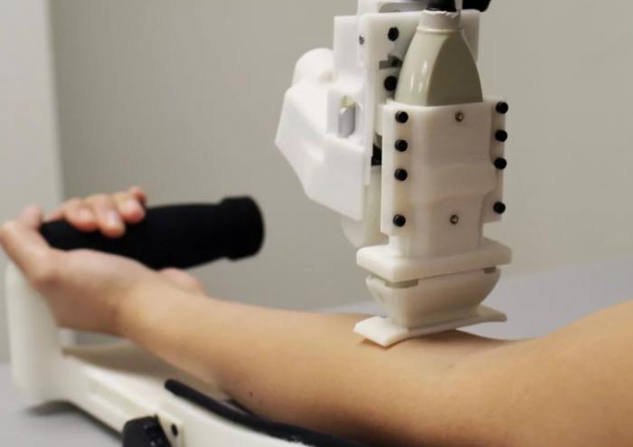 科学家研发自动抽血机器人原型有望帮医务人员节省大量时间