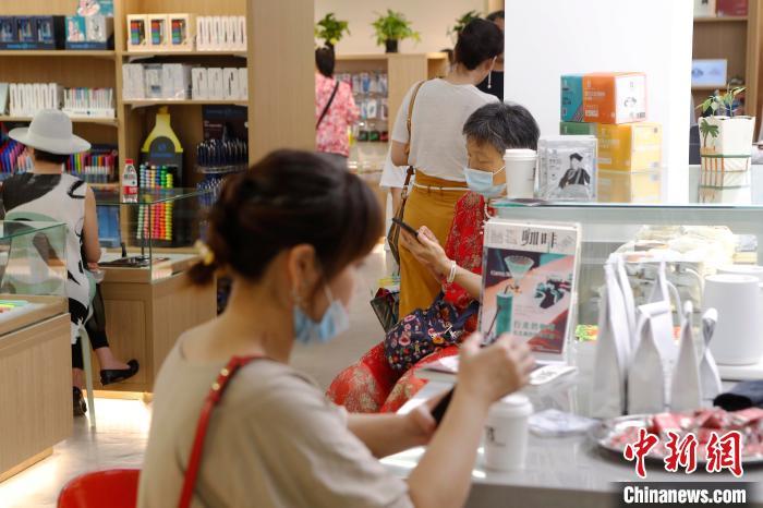 老字号再出发 拥有108年历史的百新书局回归上海福州路