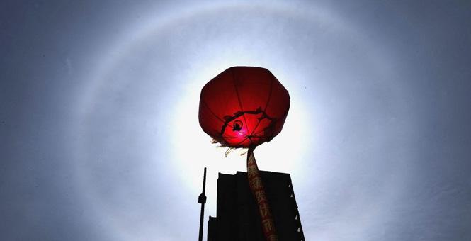 奇幻无比 辽宁鲅鱼圈现超大椭圆形日晕