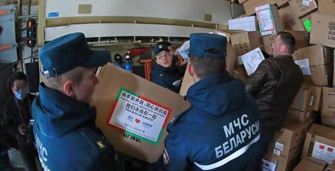 中国援助白俄罗斯新一批抗疫物资运抵明斯克