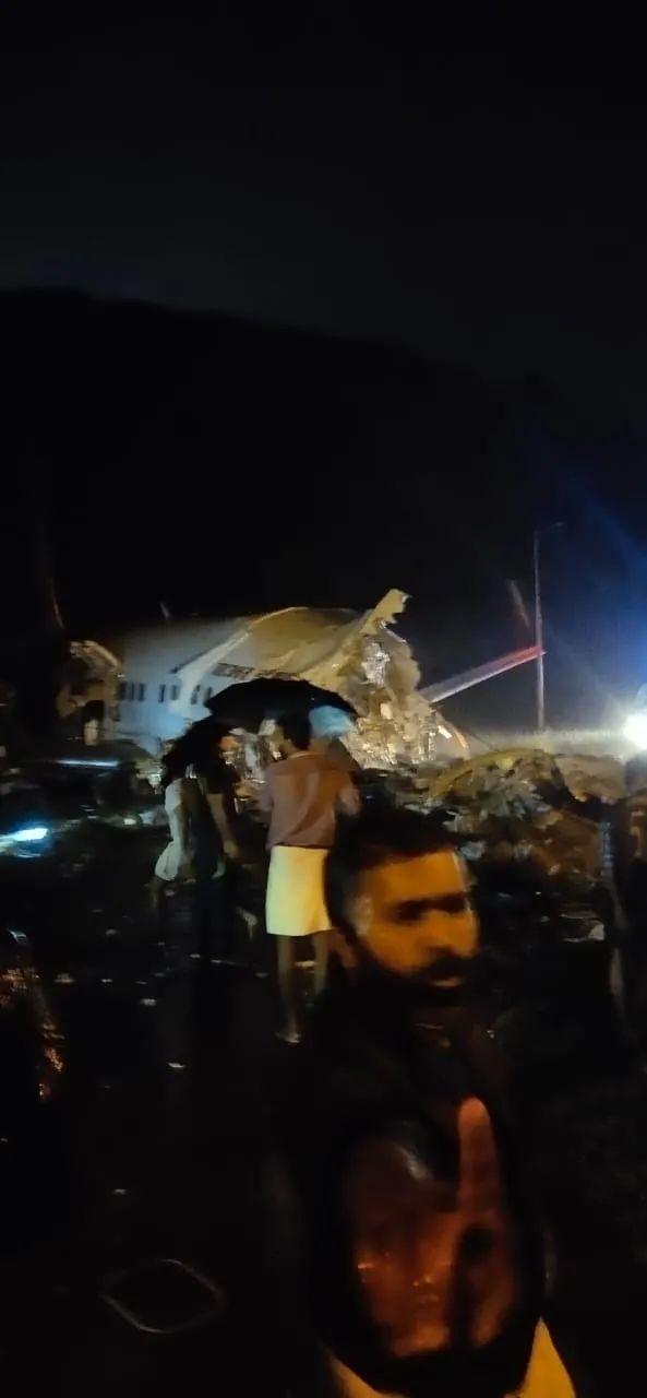 allbet欧博真人客户端:突发:印度一架客机下降时解体,机上至少180人 第1张