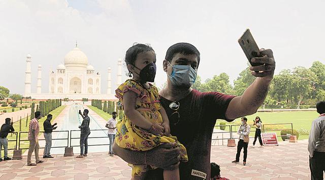 印媒:此前印度严防中国人,现在中国游客最先造访泰姬陵 第2张