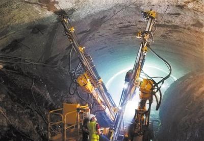 中老铁路国内段 贯通第75座隧道