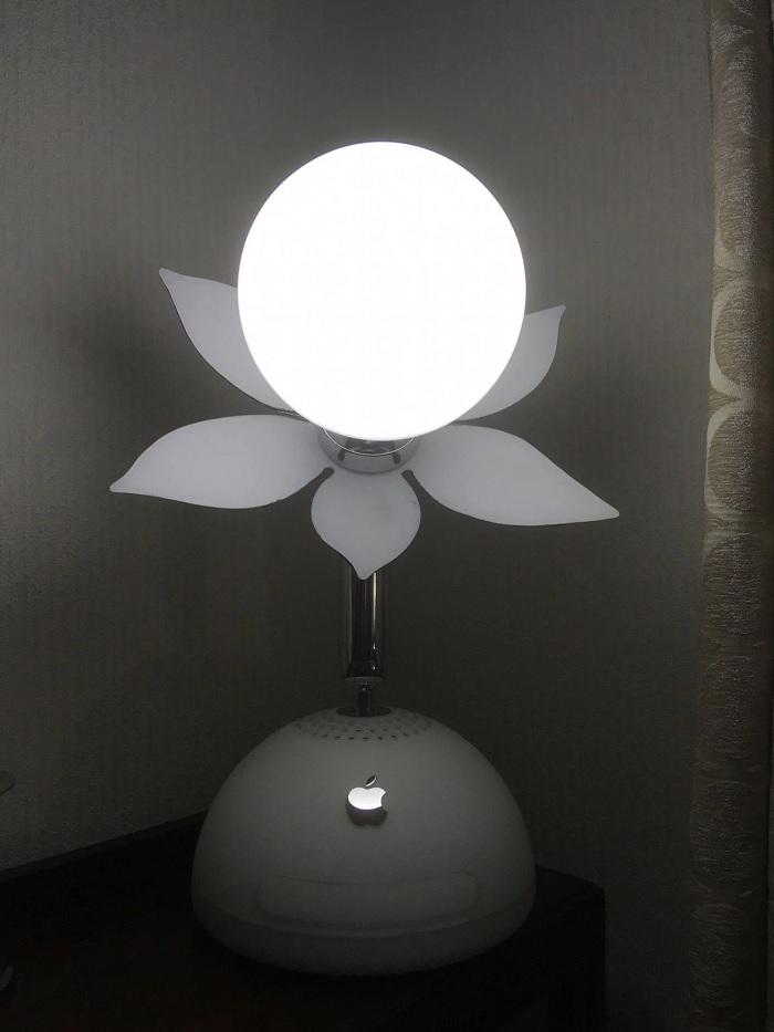 太惊艳了!网友将古董iMac4G改装成一盏艺术台灯