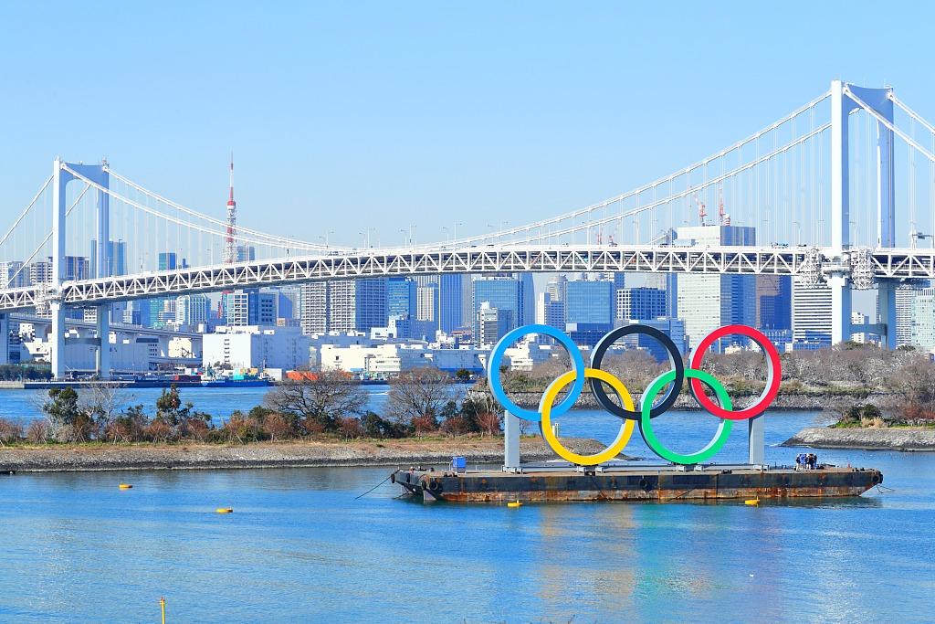日本东京:奥运五环亮相台场海滨公园