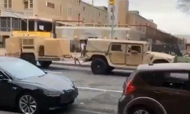 美军突然大举进军纽约市区抗击疫情却把居民们吓够呛