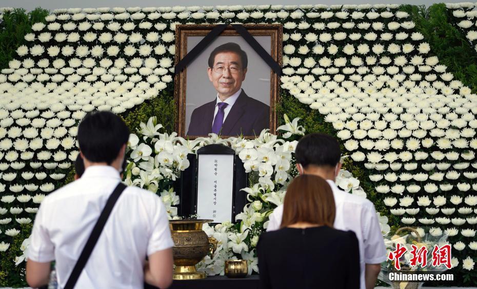 韩国民众吊唁已故首尔市长朴元淳