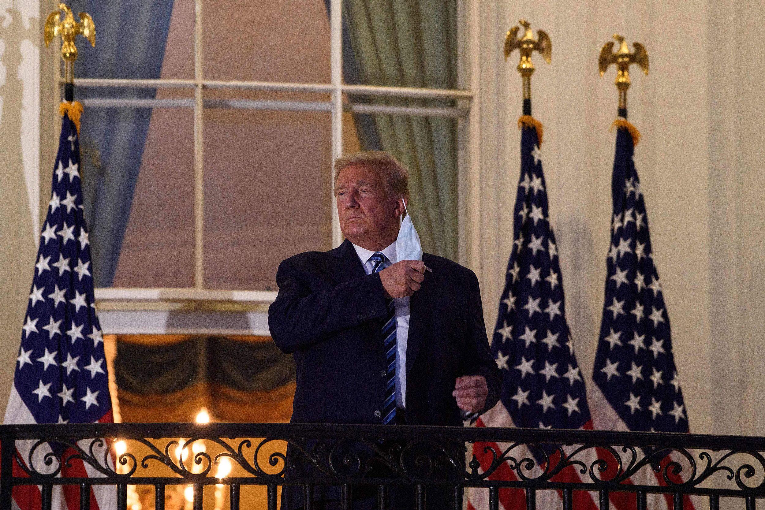 快讯!特朗普乘专机脱离医疗中央后,已返回白宫 第2张