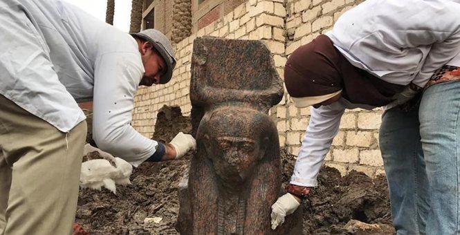 埃及考古学家发现古埃及法老拉美西斯二世雕像 十分罕见