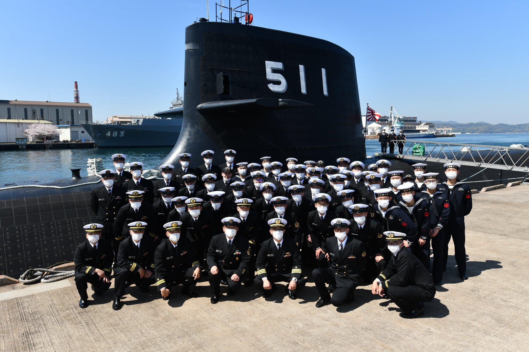 日本首艘锂电池潜艇抵母港部署 艇员全体戴口罩亮相