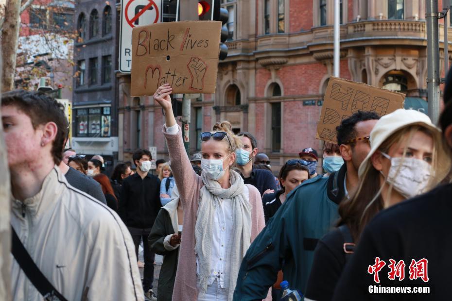 悉尼上万人举行反对种族主义集会游行