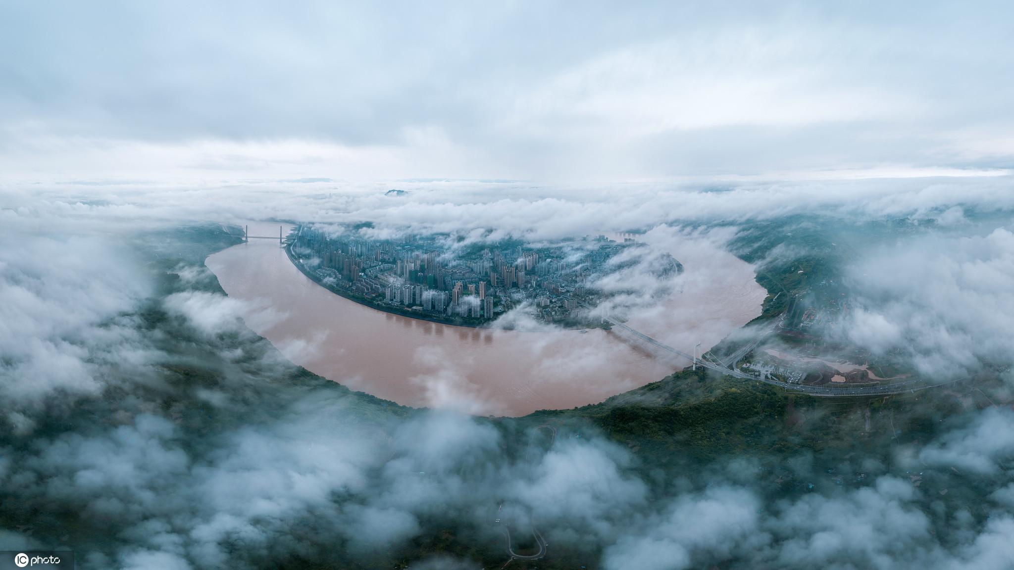 重庆江津:连日大雨后长江水位大幅上涨