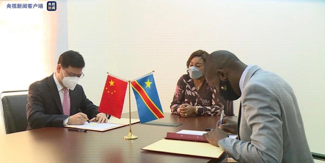 欧博亚洲:中国驻刚果(金)使馆向刚方转交中国政府援刚抗疫物资 第3张
