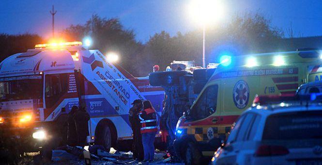 斯洛伐克一大巴和卡车相撞 造成至少13死20伤