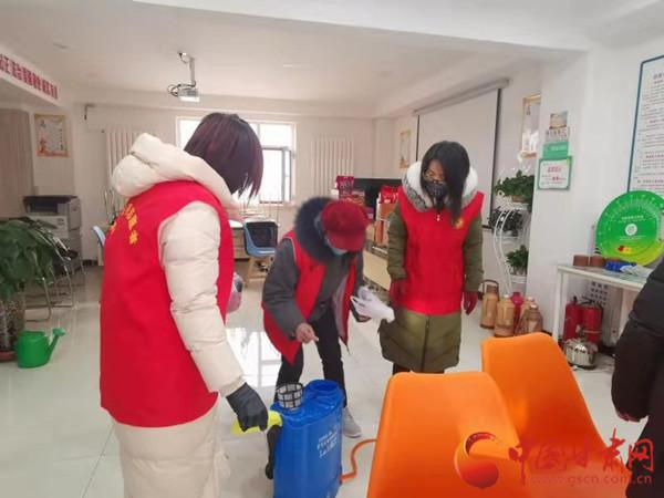 抗击疫情,让党旗高高飘扬——天津市大数量管理局党员志愿者在行路