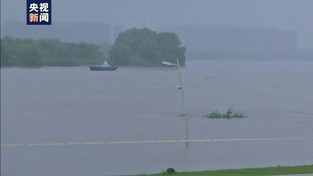 路燈淹沒三分之二 長江南京段水位持續增長