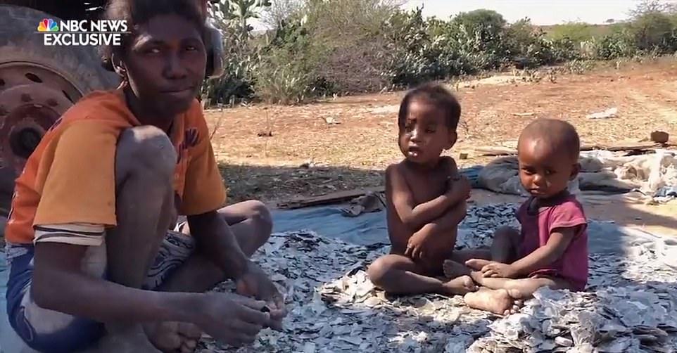 马达加斯加雇佣童工采矿每周挣不到1美元(图)