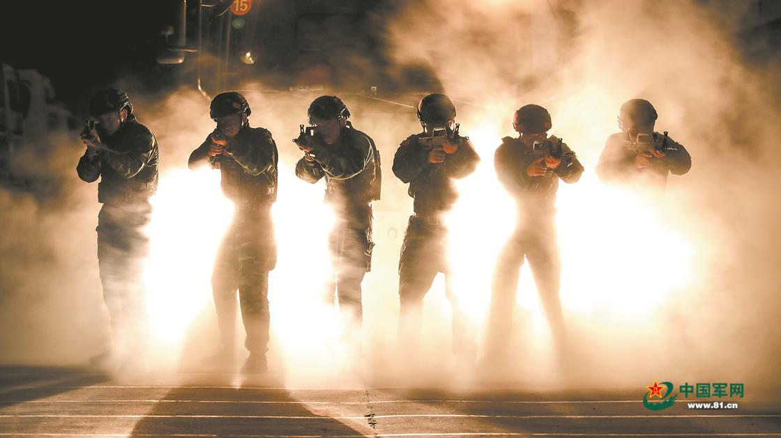 滹沱河畔硝烟弥漫,特战队员闻令而动开展实战化演练