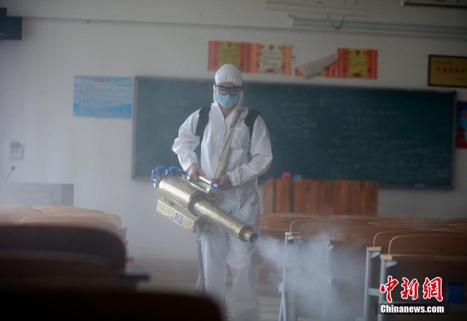 湖北高校毕业生返校在即 消防部门深入校园全面消杀