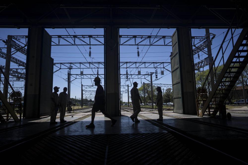 """allbet6.com:""""列车运维无小事""""--中国技术人员保障阿根廷城际铁路运营 第2张"""