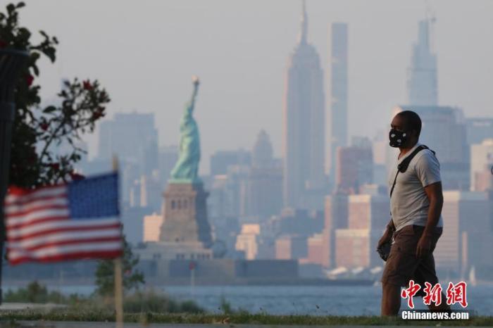 欧博亚洲客户端下载:美国仍深陷首波疫情 多国民众违反隔离划定引担忧