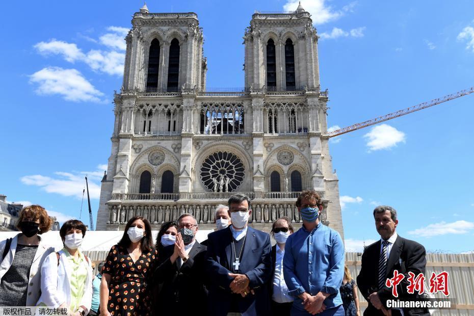 法国巴黎圣母院广场重新对外开放