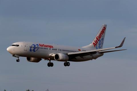 """受风暴""""西娅拉""""影响 西班牙一飞机五度降落失败"""