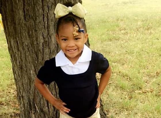 """美国5岁女孩确诊新冠后医生说""""会自愈"""" 回家不到一天后殒命"""