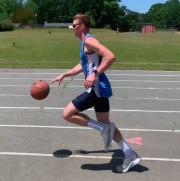 永利网址注册小伙打破1英里运球跑世界纪录 配速2成份53秒