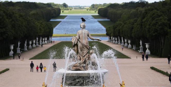 法国凡尔赛宫关闭82天后重新开门迎客