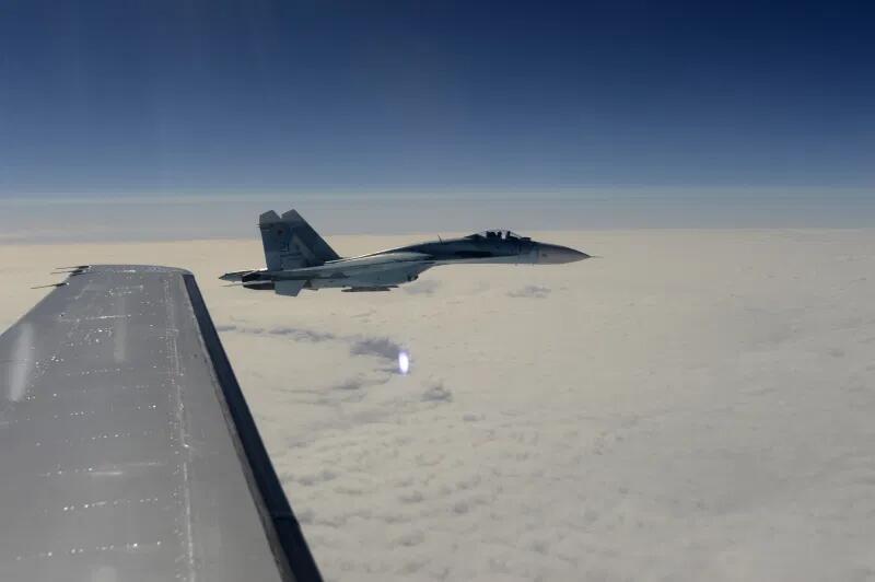 俄军战机一天内同时在黑海、巴伦支海拦截北约侦察机