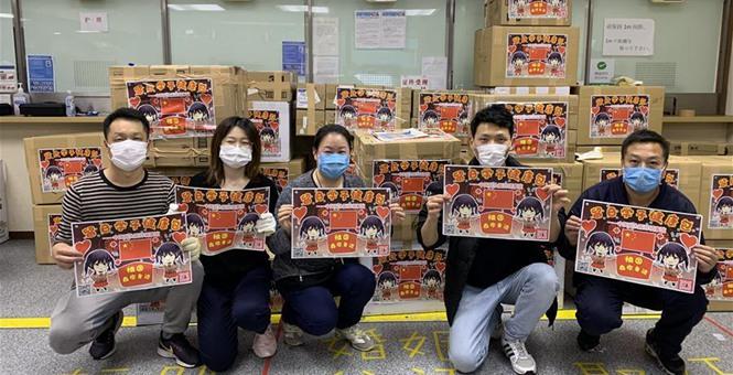 """中国驻日本大阪总领馆向在日留学生发放""""健康包"""""""
