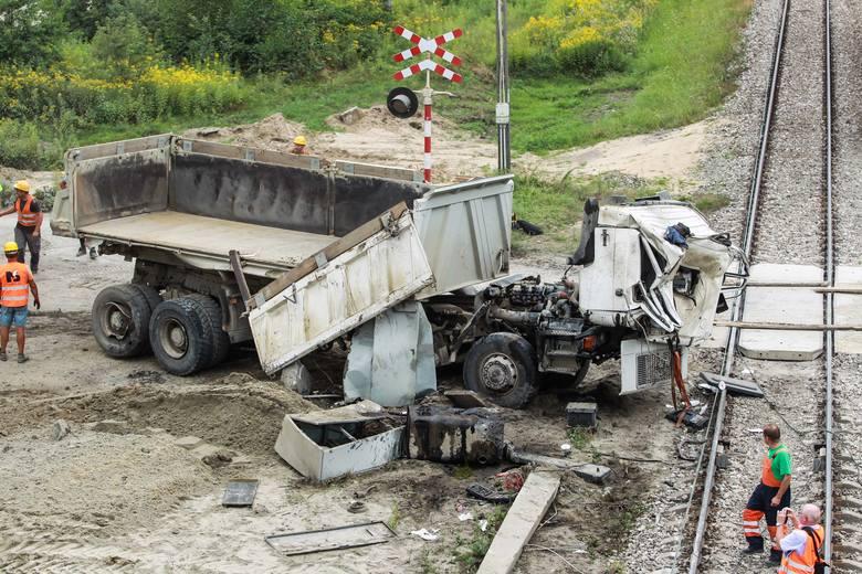 欧博会员开户:波兰发生火车与卡车相撞事故 致1人殒命 第1张