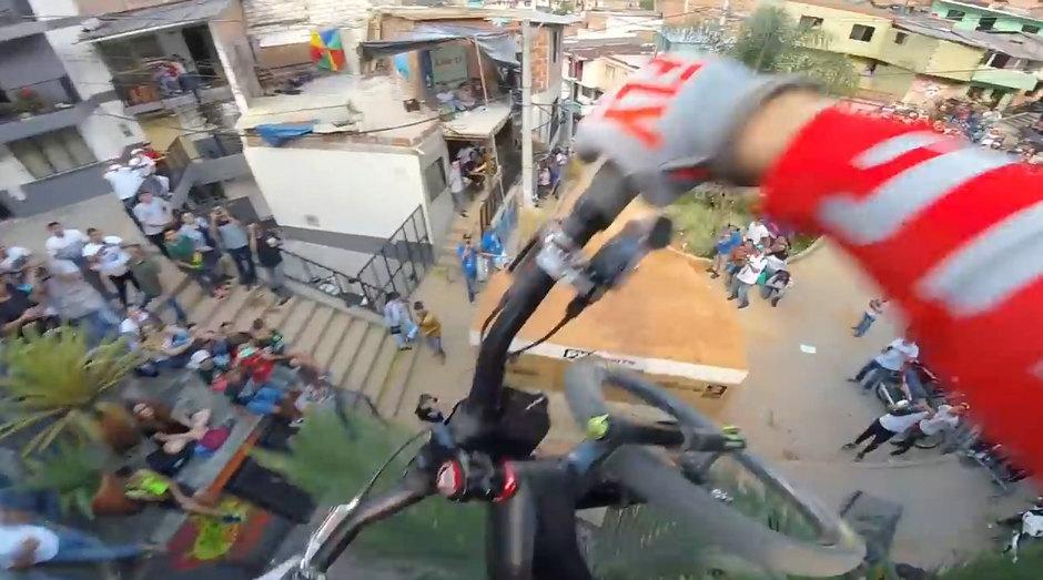 刺激!车手第一视角拍全球最长自行车城市速降赛道