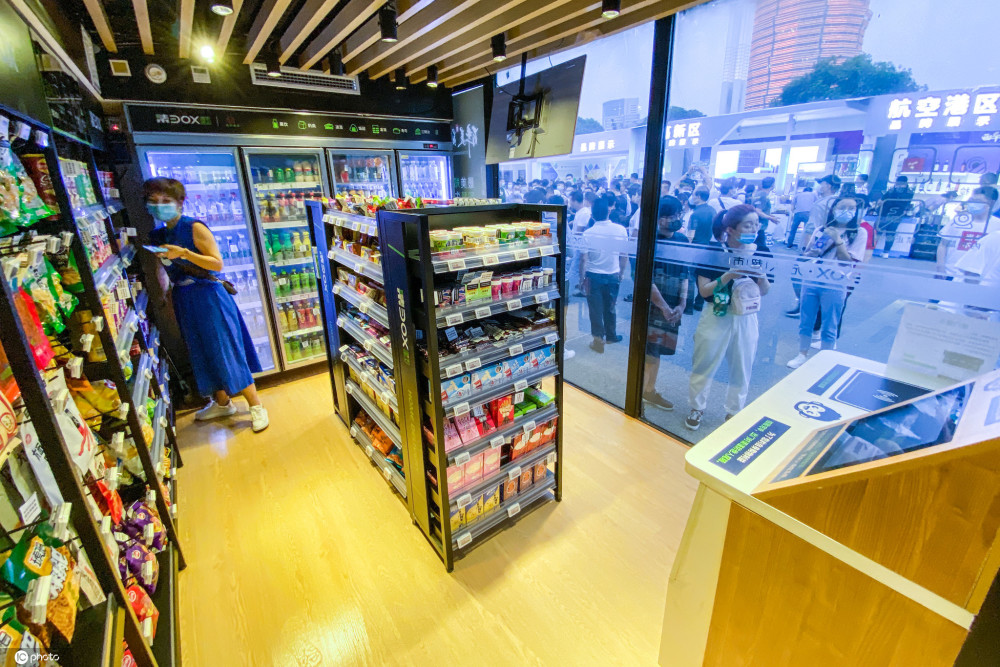 郑州无人超市受热捧顾客可自助结账