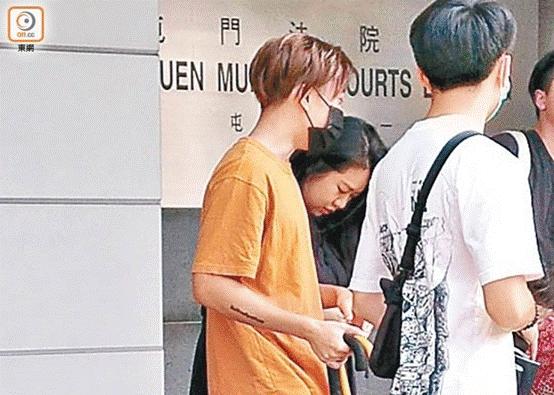 香港男子侮辱国旗被判社会服务令后律政司申请刑期复核,法院改判监禁5星期