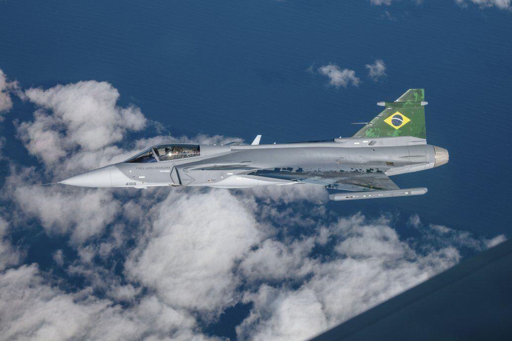 """巴西接收首架""""鹰狮""""战斗机 共采购36架"""