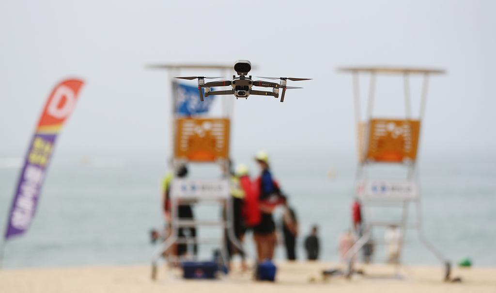 韩国首次出动无人机为沙滩游客测体温