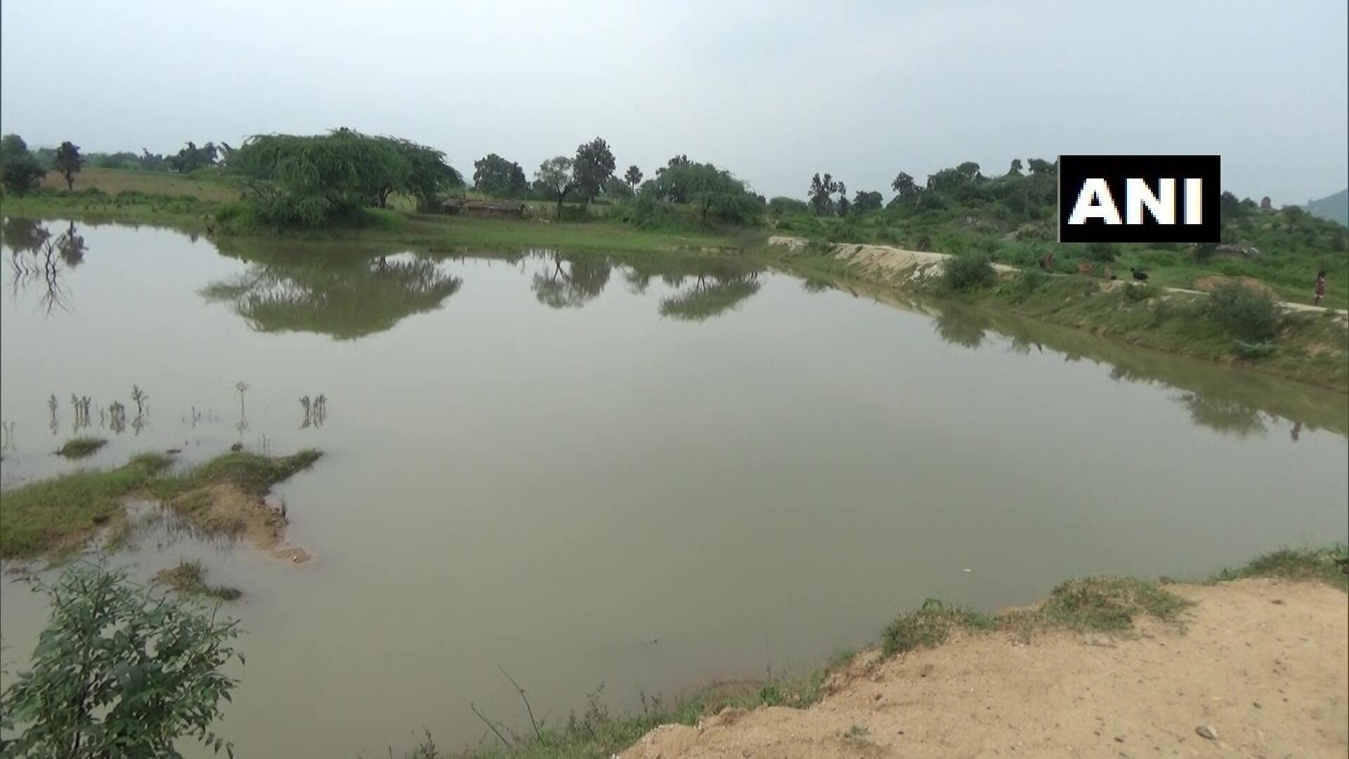 环球ug注册:惠及全村!印度男子花30年挖3公里长水渠,从山上引水到村里 第4张