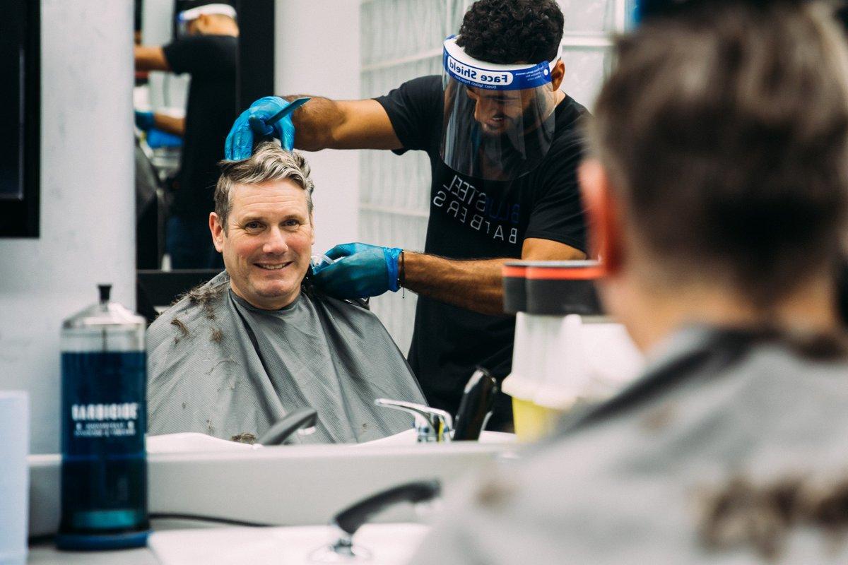 英国放宽防疫限制后 约翰逊换了发型还去了酒吧