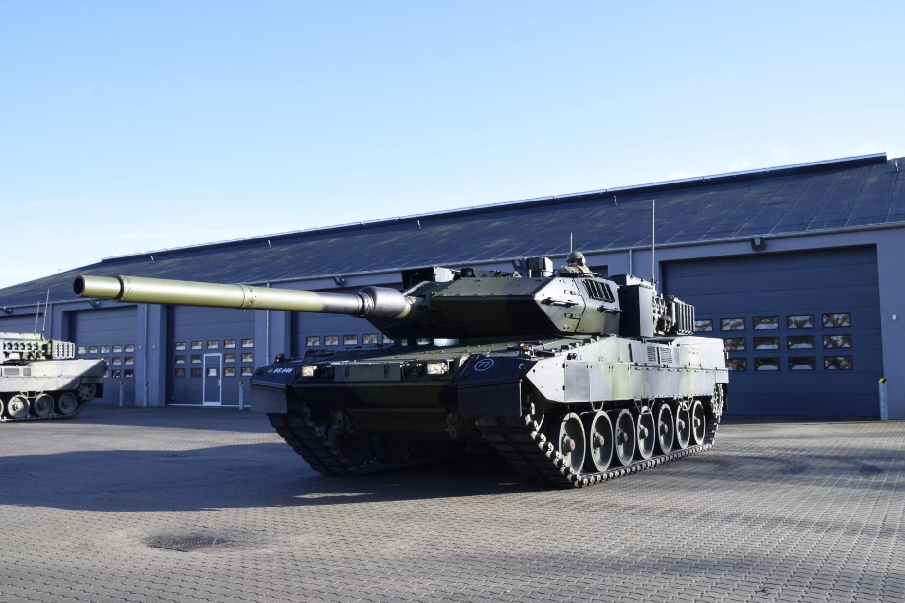 喜提全球最强坦克:丹麦陆军隆重接收豹2A7坦克