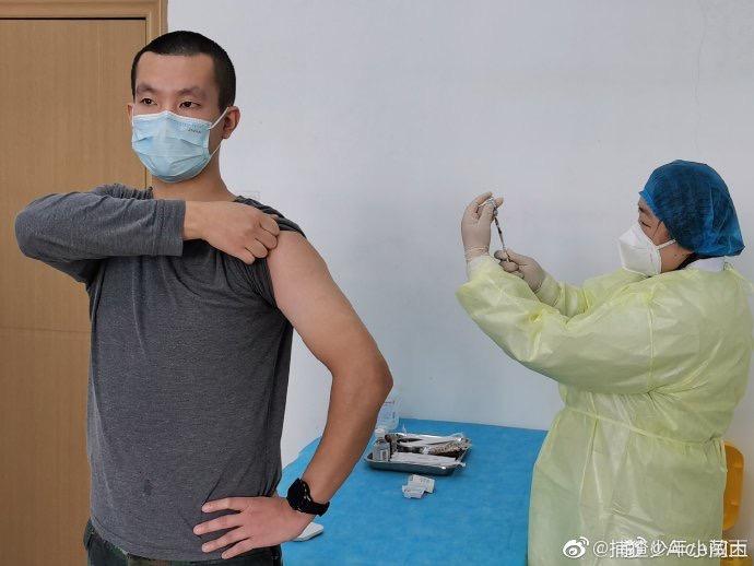 专访疫苗接种志愿者:前后抽8管血一线医护人员才是英雄