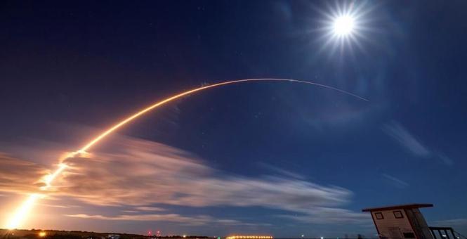 """NASA发射""""太阳轨道飞行器"""" 将揭示太阳磁场奥秘"""