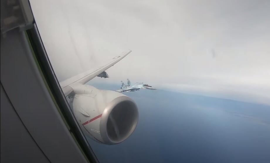 """美军反潜机在地中海遇上两架俄军苏35被左右夹击""""动弹不能"""""""