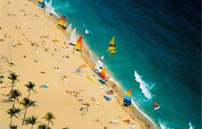 皇冠新现金网:美国佛州海滩现30个可卡因包裹价值超100万美元
