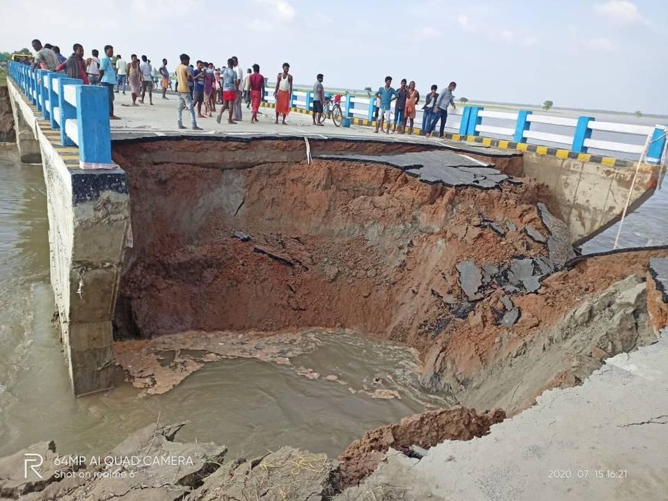 allbetgaming电脑版下载:印度比哈尔邦刚完工的大桥被冲垮 第1张