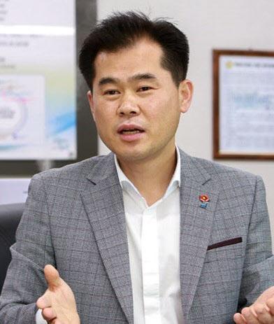 "allbetgaming电脑版下载:韩国官员在ATM机旁""捡漏"",偷走4000元,被下属逼着告退 第3张"