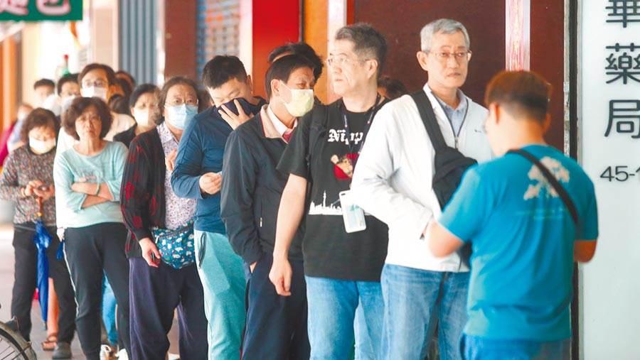 """台湾前民意代表:""""隐藏版""""口罩多 为何不优先民众?"""