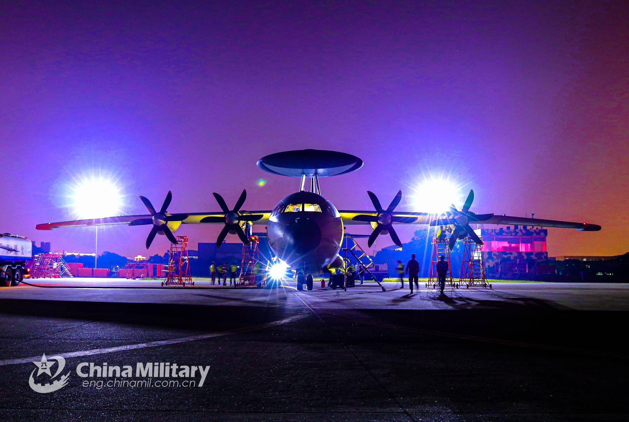 东部战区海航开展36小时以上预警探测训练空警500出动