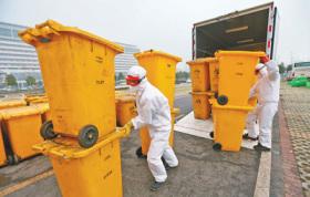 疫情防控一线环卫工人的责任与担当